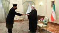 Presiden Iran Hassan Rouhani sambut Dubes Indonesia yang baru Ronny Yuliantoro. Dok: Kementerian Luar Negeri