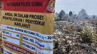 Tanda segel yang dipasang polisi di Riau di lokasi kebakaran lahan. (Liputan6.com/M Syukur)
