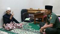 Almarhum KH Sholeh Qosim dalam suatu kesempatan. (dok. Radar Surabaya/Jawa Pos Group)
