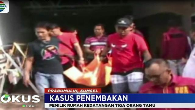 Tak jauh dari tubuh Deni, tergeletak dua lelaki masing-masing Zainal (45 tahun) dan Luken (35 tahun). Seluruh korban tewas mengalami luka tembak di bagian kepala.