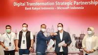MoU tersebut ditandatangani langsung oleh Presiden Direktur Microsoft Indonesia Haris Izmee dan Direktur Digital dan Teknologi Informasi BRI Indra Utoyo, serta disaksikan secara virtual oleh Presiden Microsoft Asia Pasifik, Andrea Della Mattea melalui Microsoft Teams.