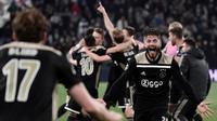 Perayaan kemenangan yang dilakukan pemain Ajax usai memastikan diri lolos ke semifinal pada leg kedua laga perempat final Liga Champions yang berlangsung di Stadon Allianz, Turin, Rabu (17/4). Juventus kalah 1-2 Kontra Ajax. (AFP/Filippo Monteforte)