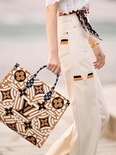 Louis Vuitton Luncurkan Tas Terbaru yang Terinspirasi dari Batik ...