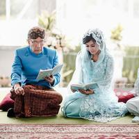Menjelang pernikahannya, Ardina Rasti tampil cantik menawan dengan busana warna biru saat pengajian. (Foto: instagram.com/ardinarasti6)