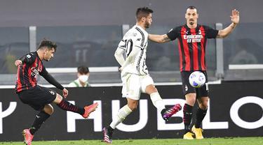 Pemain AC Milan Brahim Diaz (kiri) mencetak gol ke gawang Juventus pada pertandingan Liga Italia di Allianz Stadium, Turin, Italia, Minggu (9/5/2021). Juventus kalah 0-3 dan tergusur dari empat besar klasemen. (Tano Pecoraro/LaPresse via AP)