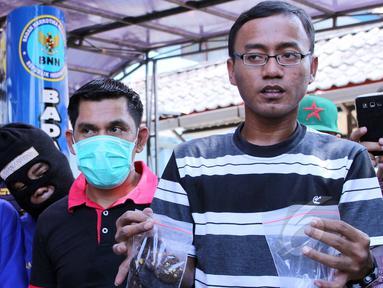 Badan Narkotika Nasional kembali memusnahkan barang bukti Narkotika di lapangan BNN, Jakarta, Kamis ,(7/5/2015). Sebanyak 15.981,37 gram shabu, 4.336,40 gram ganja, 59,44 gram canna chocolate, 285,62 gram happy cookies. (Liputan6.com/Helmi Afandi)