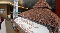 Miniatur Masjid Agung Demak dari 50 kilogram buah kurma (Istimewa)