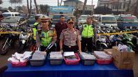 Ribuan berkas STNK hasil operasi zebra dua pekan di Garut (Liputan6.com/Jayadi Supriadin)