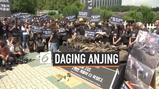Aktris Hollywood, Kim Basinger, turut serta dalam demo menolak konsumsi daging anjing di Seoul, Korea Selatan. Mereka menuntut pemerintah keluarkan undang-undang tolak pembantaian. Aksi demo mereka dibalas oleh para warga pengonsumsi daging anjing.