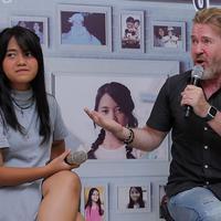 Penyanyi yang mengawali kariernya dari ajang pencarian bakat, Rising Star Indonesia Hanin Dhiya mulai meramaikan industri musik Tanah Air. Kini, ia meluncurkan album perdana Cerita Hanin Dhiya. (Deki Prayoga/Bintang.com)