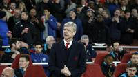 Manajer Arsenal, Arsene Wenger, mengaku terkesan dengan penampilan timnya saat mengalahkan Dinamo Zagreb dengan skor 3-0, Rabu (25/11/2015) dini hari WIB. (AFP/ADRIAN DENNIS)