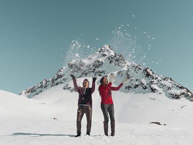 Pasangan pengantin baru Dimas Anggara dan Nadine Chandrawinata tengah menikmati bulan madu. New Zealand menjadi pilihan pasangan ini menikmati liburan bersama. (instagram/dims_dine)
