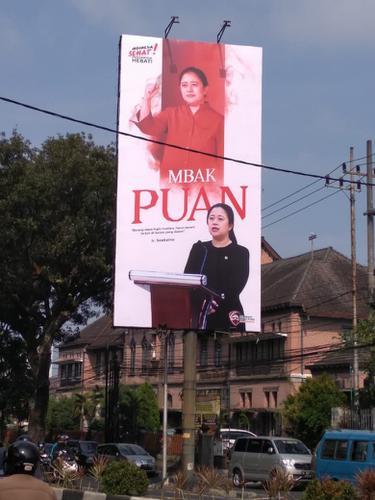 Baliho Puan Maharani di Surabaya