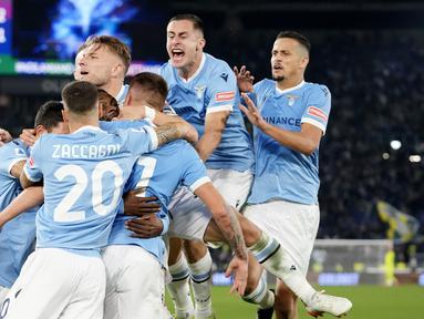 Lazio sukses meraup tiga poin usai menumbangkan juara bertahan Inter Milan pada laga pekan ke-8 Serie A 2021/22, Sabtu (16/10/2021). (AP/Alessandra Tarantino)