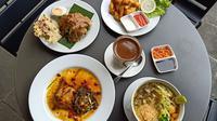 Sederet menu makanan terbaru di Warung Koffie Batavia. (Liputan6.com/Dinny Mutiah)
