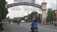 Gerbang timur Kota Cilacap, Jawa Tengah. (Foto: Liputan6.com/Muhamad Ridlo)