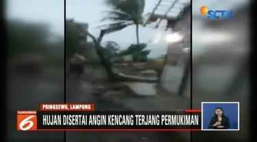Lima rumah rusak parah akibat angin kencang di Pringsewu, Lampung. Meski tidak ada korban jiwa, namun angin kencang membuat warga panik menyelamatkan diri.