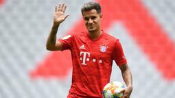 1. Philippe Coutinho - Barcelona mendatangkannya dari Liverpool dengan harga 142 juta poundsterling. Gagal mendapatkan posisi utama di La Blaugrana membuatnya dipinjamkan ke Bayern Munchen. (AFP/Christof Stache)