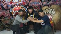 Aksi Bripka Agus Budiono, menjadi seniman jaranan hingga menyembuhkan orang kesurupan. (Liputan6.com/Dian Kurniawan)