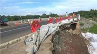 Tol Cipali di Purwakarta alami ambles, jembatan terancam ambruk. (Liputan6.com/Abramena)