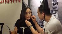 Herjunot Ali sendiri menjalin asmara dengan aktris cantik keturunan Indonesia dan Jerman, Tatjana Saphira. (Foto: instagram.com/herjunotali)