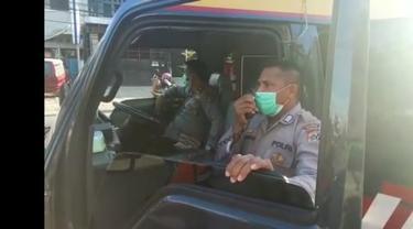 Tangkapan layar video viral polisi Ancam Pukul rotan warga yang langgar aturan PSBB (Istimewa)