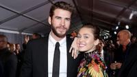 Bicara soal kisah asmara Miley Cyrus dan Liam Hemsworth memang tak aka nada habisnya. Selain kerap dikabarkan akan segera menikah, hubungan keduanya pun ternyata sempat kandas di tengah jalan. (AFP/Rich Polk)