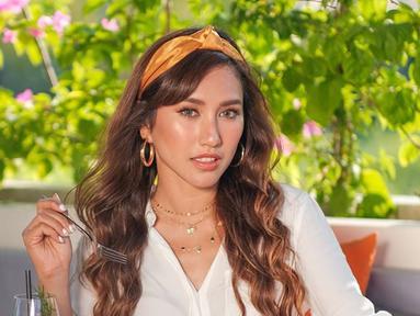Aktris satu ini sudah jarang tampil di layar kaca. Louise diketahui tinggal di Bali. Meski jarang tampil di layar kaca, Louise semakin cantik saja ya. (Liputan6.com/IG/louiseans)