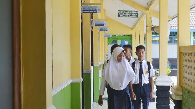 Ilustrasi - Di SMP N 3 Gandrungmangu, Cilacap ada dua siswa penghayat kepercayaan yang mengikuti UN mata pelajaran pendidikan kepercayaan terhadap Tuhan YME. (Foto: Liputan6.com/Muhamad Ridlo)