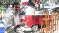 Zalnando dan bisnis food trucknya. (Bola.com/Erwin Snaz)