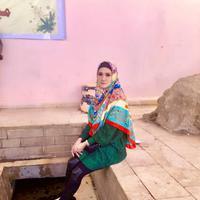 Pada hari pertama, Mulan Jameela terlihat cantik dengan gaun panjang dan hijab warna hitam. Pada hari kedua, Mulan cantik dengan hijab bermotif kembang dan gaun biru panjang dengan bawahan celana ketat. (Instagram/mulanjameela1)