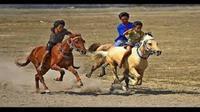 Tradisi pacuan kuda diselenggarakan warga Rote Ndao, NTT, untuk mengucap syukur atas panen yang didapatkan. (Liputan6.com/Ola Keda)
