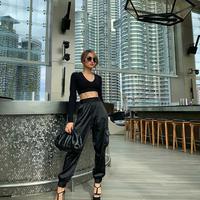 ASEAN Fantasia tunjuk Cinta Laura Kiehl untuk tampil sepanggung dengan PSY dan BoA. (Instagram @claurakiehl)