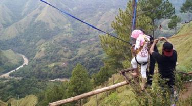 Mengayun Nyali Pagi-Pagi di Bukit Buntu Macca Sang Primadona