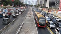 Suasana kemacetan di kawasan Senayan, Jakarta, Sabtu (25/8). Diberlakukannya rekayasa lalu lintas serta tingginya antusias warga menonton Asian Games 2018 menyebabkan kawasan Senayan dan sekitarnya mengalami kemacetan. (Liputan6.com/Immanuel Antonius)