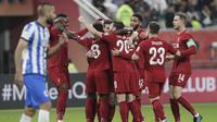 Pemain Liverpool merayakan gol yang dicetak oleh Naby Keita ke gawang Monterrey pada laga semifinal Piala Dunia Antarklub 2019 di Khalifa International Stadium, Qatar, Kamis, (19/12). Liverpool menang 2-1 atas Monterrey. (AP/Hassan Ammar)