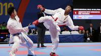 Rifki Ardiansyah Arrosyiid (kanan) menyumbang medali perak di SEA Games 2019 dari cabor karate di kelas 60 kg kumite. (Bola.com/M. Iqbal Ichsan)