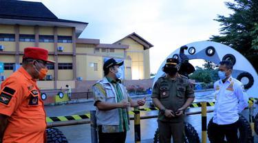 Pemkot Tangerang menutup akses sejumlah objek lokasi yang kerap menjadi lokasi berkumpul bagi masyarakat dalam merayakan malam pergantian tahun 2021.