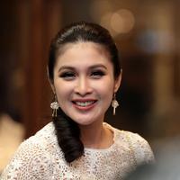 Di kehamilannya ini, Sandra Dewi justru sibuk dalam menjalankan bisnis yang dirintisnya. Di kehamilannya yang sudah memasuki 8 bulan, tampilan Sandra Dewi tetap segar dan aura kecantikannya pun terpancar. (Deki Prayoga/Bintang.com)