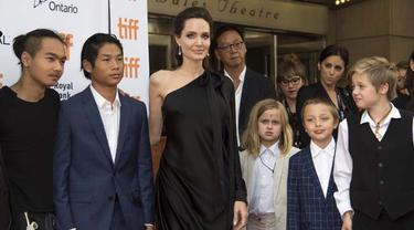 [Bintang] Angelina Jolie