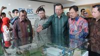"""Menteri Kesehatan RI Terawan Agus Putranto saat Kunjungan Kerja Menteri Kesehatan RI """"Penggunaan Hasil Riset OMAI di Dexa Site Cikarang, Bekasi, Jawa Barat pada Jumat (21/2/2020). (Dok Public Relation Dexa Group)"""