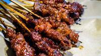 Seperti apa kelezatan menu sate rembiga khas Pulau Lombok.