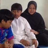 Dua saudara lelaki dan ibunda almarhum caca, mengenang kebersamaan mereka dengan Caca