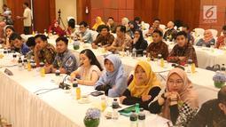Para penerima beasiswa Uni Eropa saat Award Ceremony, Pre-Deperture Orientation and Alumni Gathering di Jakarta, Minggu (28/7/2019). 200 mahasiswa dan dosen Indonesia berhasil memperoleh beasiswa Uni Eropa melalui program Erasmus+ dengan studi tingkat S1, S2 dan S3.  (Liputan6.com/Angga Yuniar)