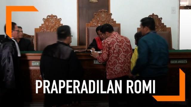Hakim Pengadilan Negeri Jakarta Selatan menolak permohonan praperadilan yang diajukan mantan Ketua Umum Partai Persatuan Pembangunan M. Romahurmuziy hari Selasa (14/5).