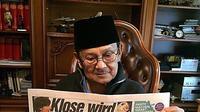 Membaca sudah menjadi hobi BJ Habibie sejak kecil. (Foto: Facebook/The Habibie Center)