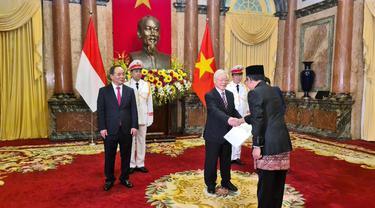 Proses penyerahan surat kepercayaan Duta Besar RI baru ke Presiden Vietnam.
