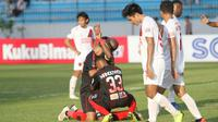 Pemain Persipura Jayapura merayakan gol ke gawang PSM Makassar di Stadion Moch Soebroto, Magelang, Minggu (10/3/2019). (Bola.com/Vincentius Atmaja)