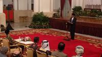 Jokowi memberikan sambutan dalam acara peringatan Nuzulul Quran di Istana Negara, Selasa (21/5/2019) malam. (Liputan6.com/Luzsa Egeham)