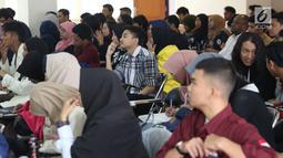 Mahasiswa dar berbagai kampus saat mengikuti Workshop Session Emtek Goes to Campus 2018 di Gedung 2 Universitas Padjajdaran, Bandung, Selasa (4/12). Sesi workshop diisi sejumlah materi termasuk jurnalistik media on line. (Liputan6.com/Helmi Fithriansyah)